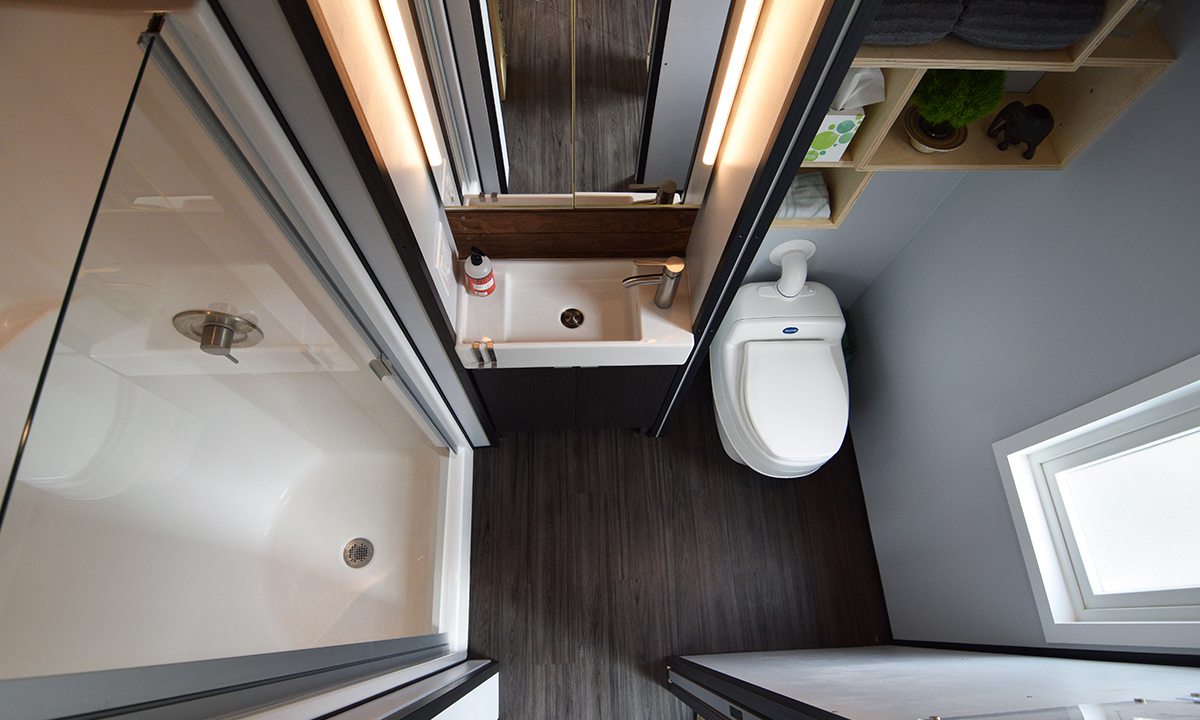 The bathroom provides all the amenities of a house, complete with a Separett composting toilet (and no smell thanks to the silent toilet exhaust fan).