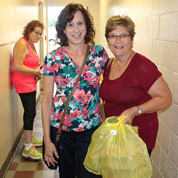 JCFS volunteers delivering meals to seniors and homebound individuals.